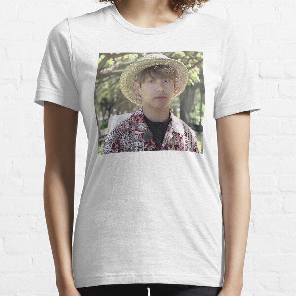 Puffy Jungkook in Hawaii Essential T-Shirt