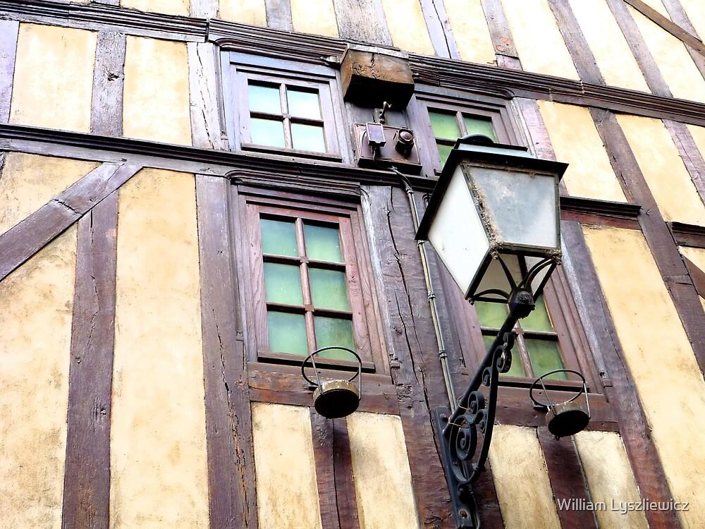 dans le vieux Troyes by william lyszliewicz