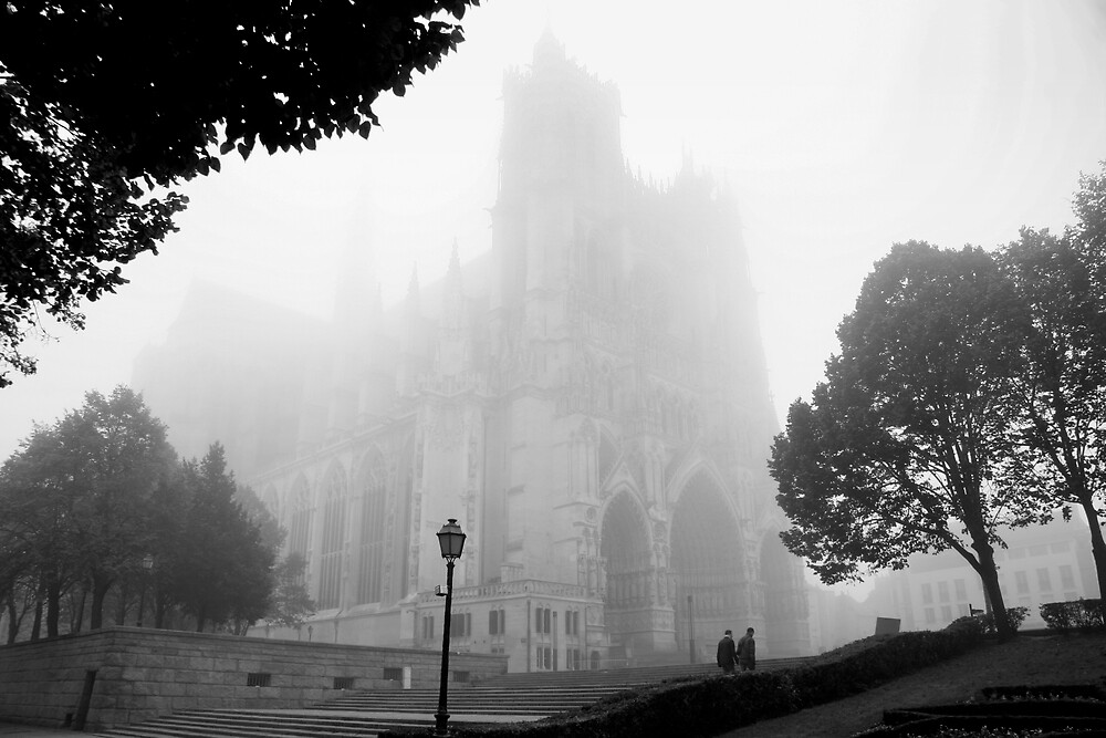 Amiens' Cathedral, Foggy by fifou