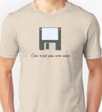 C'esi n'est pas une save. T-Shirt