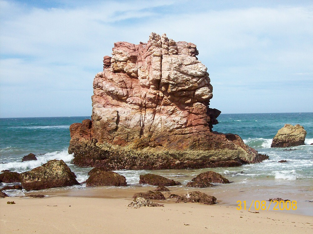 The Red 'Rock' by aquassy