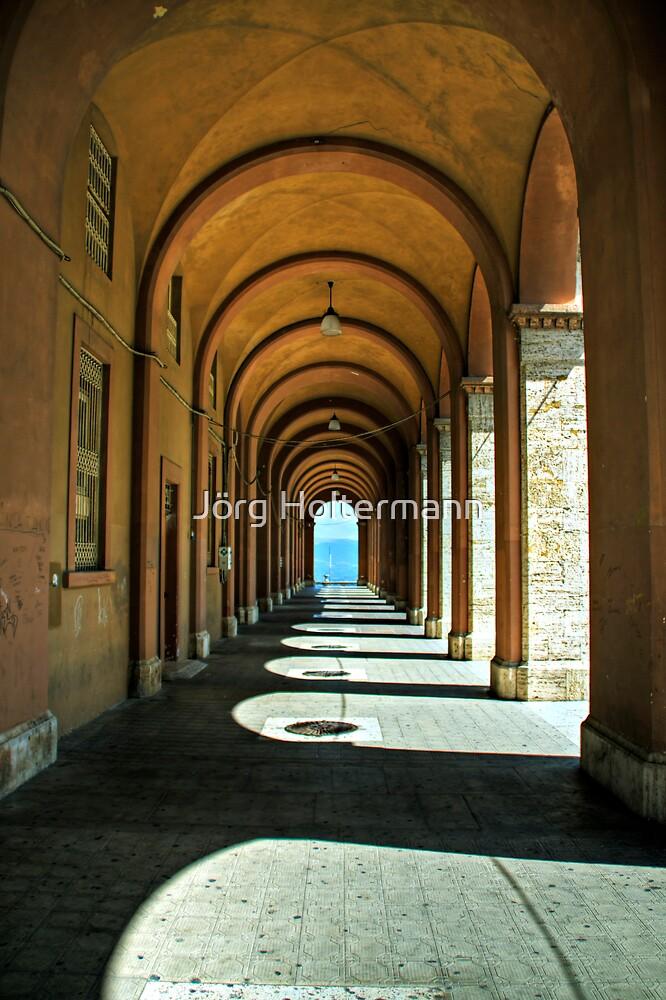 Perugian arcade by Jörg Holtermann