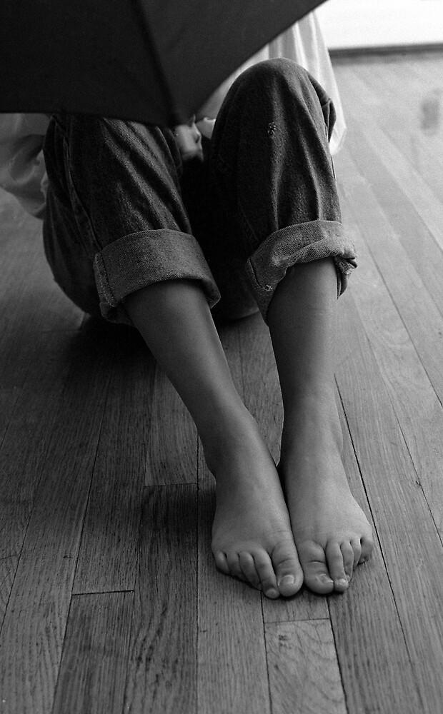 Brown Feet by Akkorn