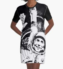 Der Tag der Kosmonautik T-Shirt Kleid