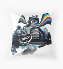 The lion who claimed for justice Throw Pillow