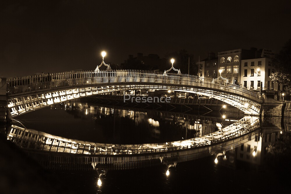 Dublin's Ha'penny Bridge by Presence