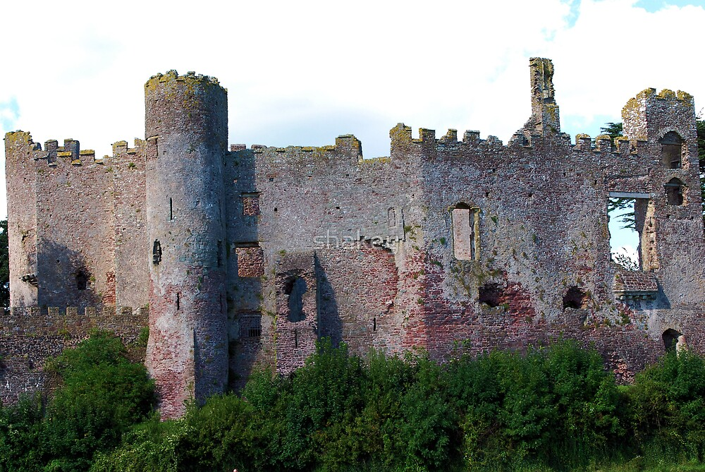 Laugharne Castle by shakey