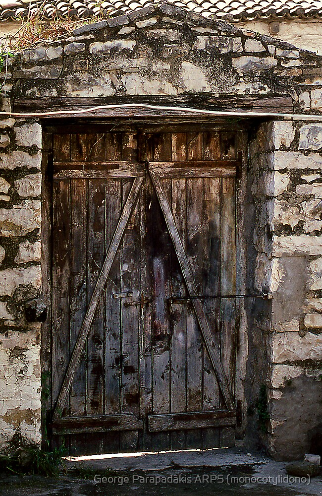 Yard door by George Parapadakis ARPS (monocotylidono)