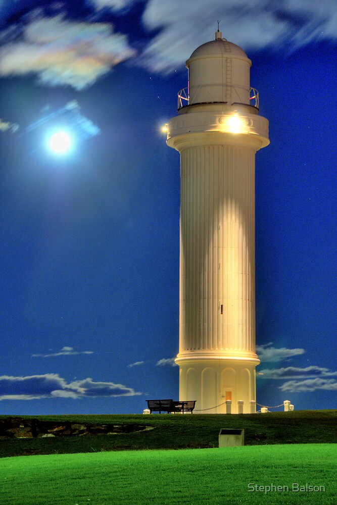 Wollongong Lighthouse Moonrise by Stephen Balson