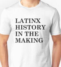 LATINX GESCHICHTE IN DER HERSTELLUNG - SCHWARZ Unisex T-Shirt