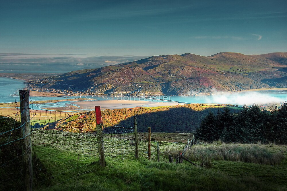 Sunrise over barmouth . by Jon Baxter