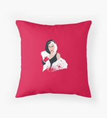 People always underestimate a girl in diamonds and furs (Cruella De Vil) Floor Pillow