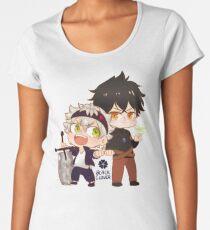 Camiseta premium de cuello ancho Trébol negro Chibi Asta y Yuno