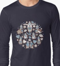Penguin Christmas gingerbread biscuits V // brown silk background T-Shirt