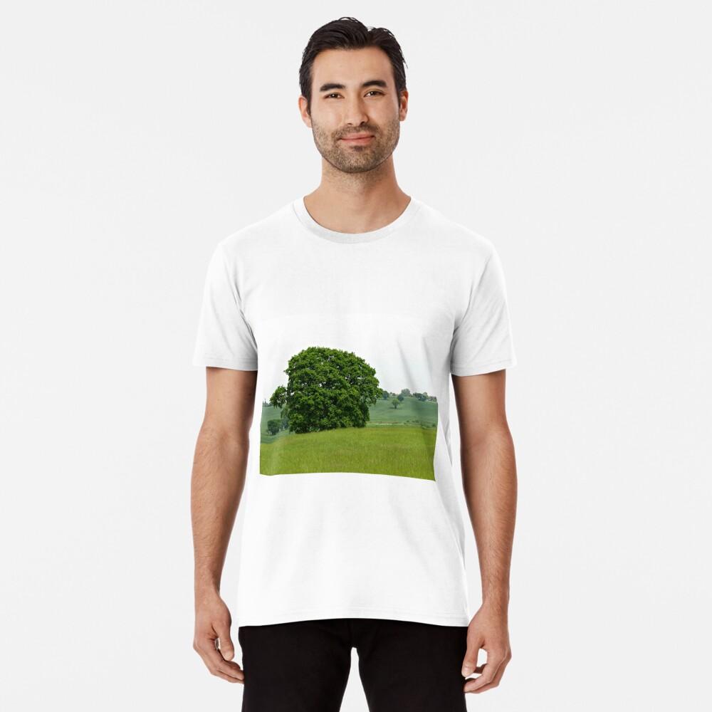 Hillside View - Einsamer Baum Premium T-Shirt