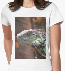 Beautiful peaceful Iguana Lizard sitting on a tree.  Women's Fitted T-Shirt