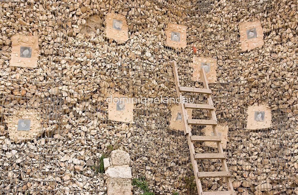 Holding wall by dominiquelandau