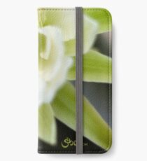 Princess of the Night - Bloom Close Up  iPhone Wallet/Case/Skin