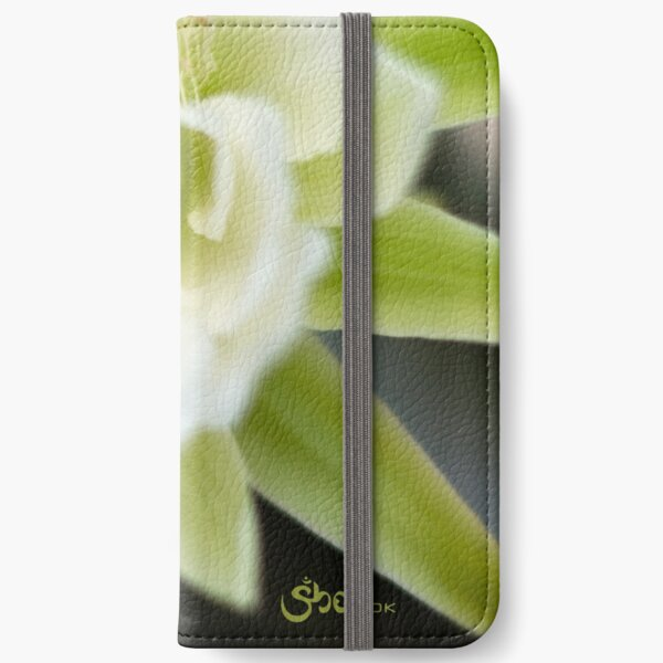 Princess of the Night - Bloom Close Up  iPhone Wallet