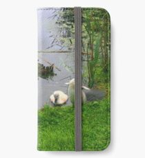Schwan und Cygnets, Mutter Schwan und Baby Schwäne Print iPhone Flip-Case/Hülle/Klebefolie