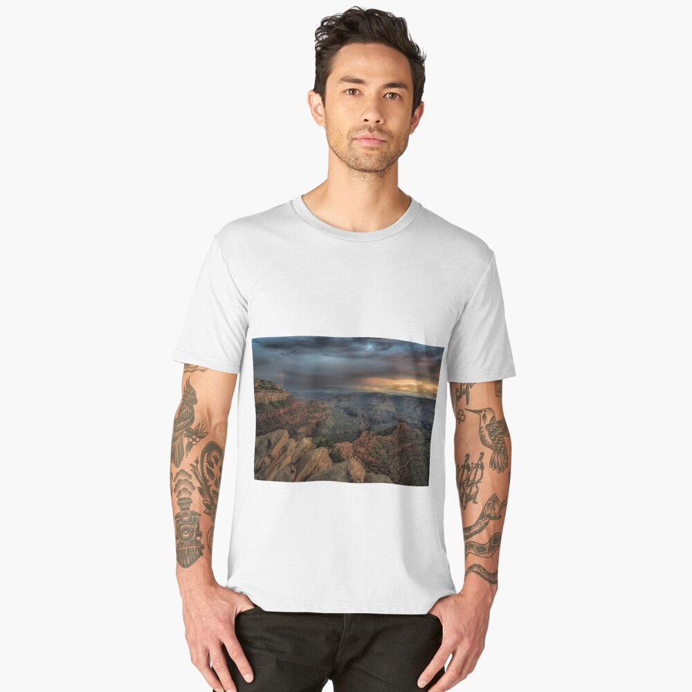 Sunrise rainbow in the Grand Canyon, Arizona. Men's Premium T-Shirt Front