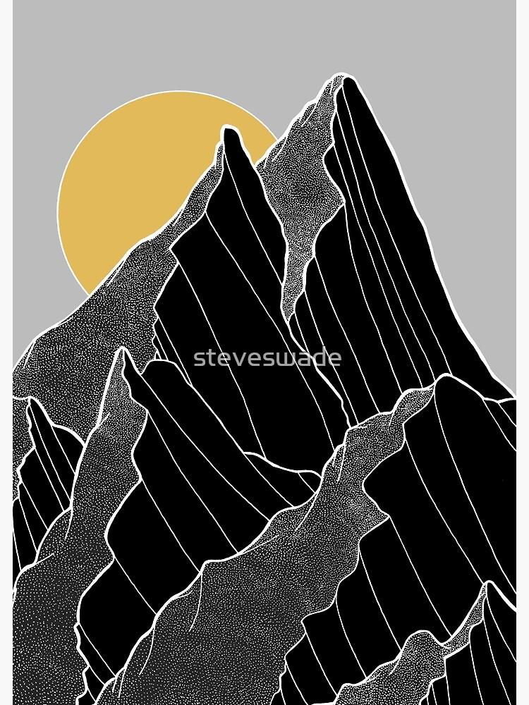 Die dunklen Gipfel unter der goldenen Sonne von steveswade