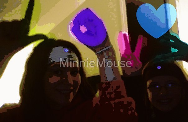 l o v e   <33 by MinnieMouse