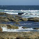 Surf and rocks by erroha
