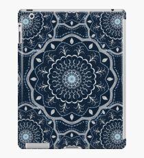 Schwarz Weiß Blau Mandala iPad-Hülle & Klebefolie