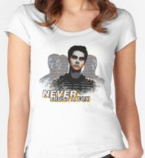 Never Trust A Fox Women's Fitted Scoop T-Shirt