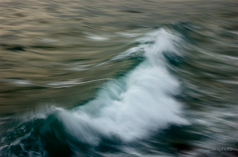 moving waves II by lexphoto