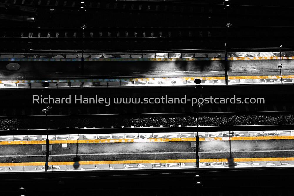Platform by Richard Hanley www.scotland-postcards.com