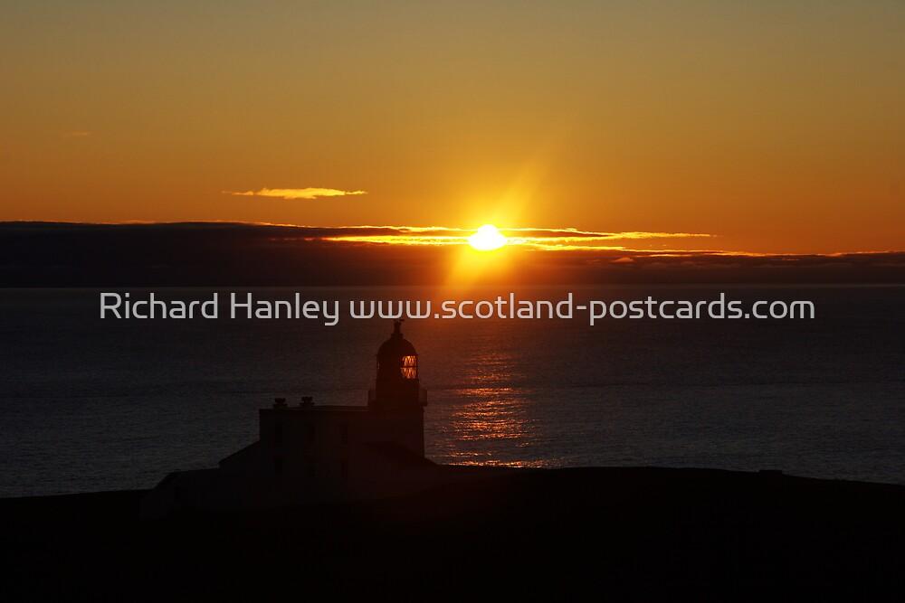 Stoerhead Lighthouse by Richard Hanley www.scotland-postcards.com