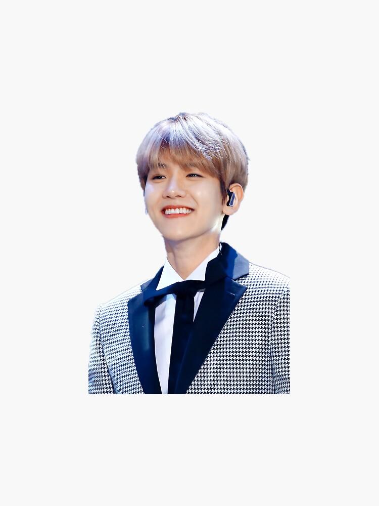 EXO Baekhyun lächelnd von yovngjae