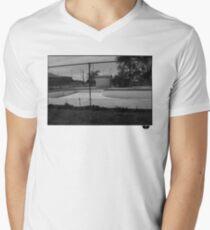Skate pool Men's V-Neck T-Shirt