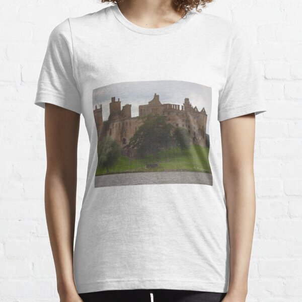 Linlithgow Palace , featured in the Outlander as Wentworth Prison  Essential T-Shirt