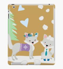 Winter Fox Couple, Arctic Fox, Winter Wonderland Christmas Scene iPad Case/Skin