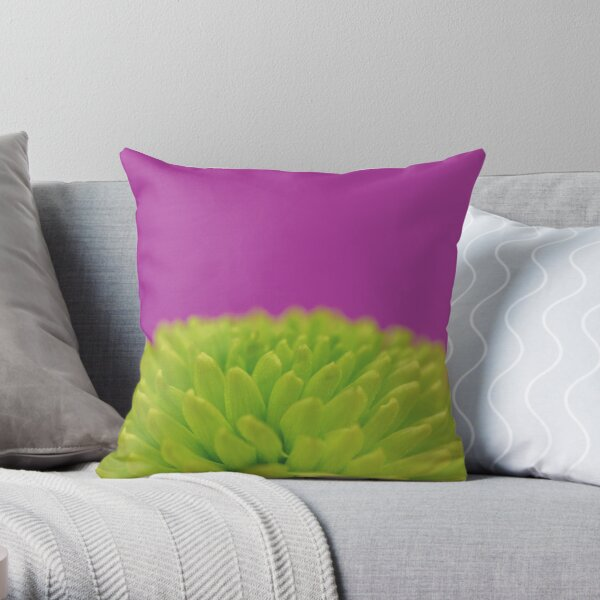 Green Button Spray Chrysanthemum Throw Pillow