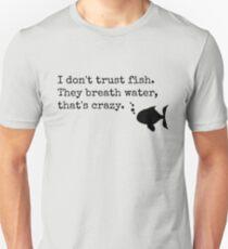 Ich vertraue Fisch nicht Slim Fit T-Shirt