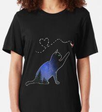 Die Katze und der Marienkäfer Slim Fit T-Shirt