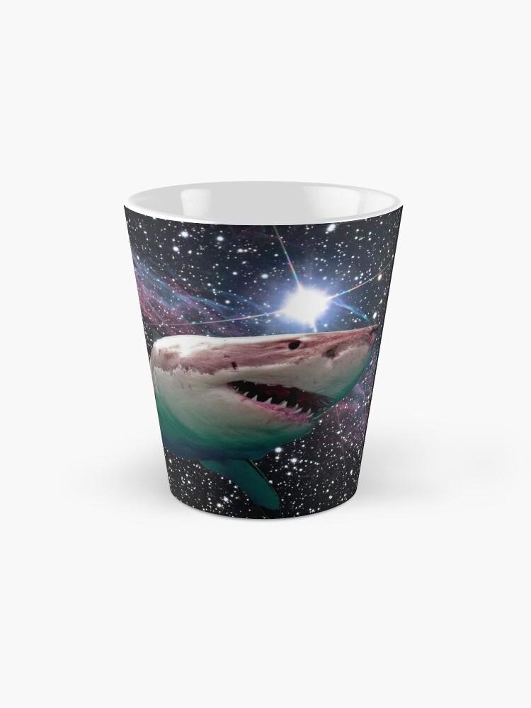 Vista alternativa de Taza tiburón espacial
