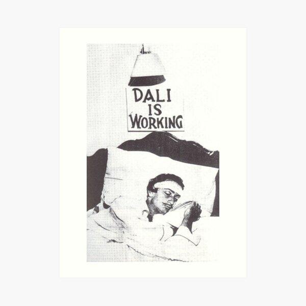 Dali está trabajando / durmiendo Lámina artística