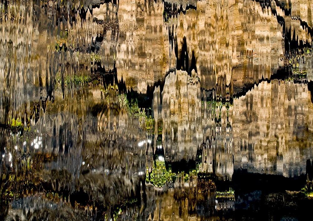 Through the waterfall by gazzas