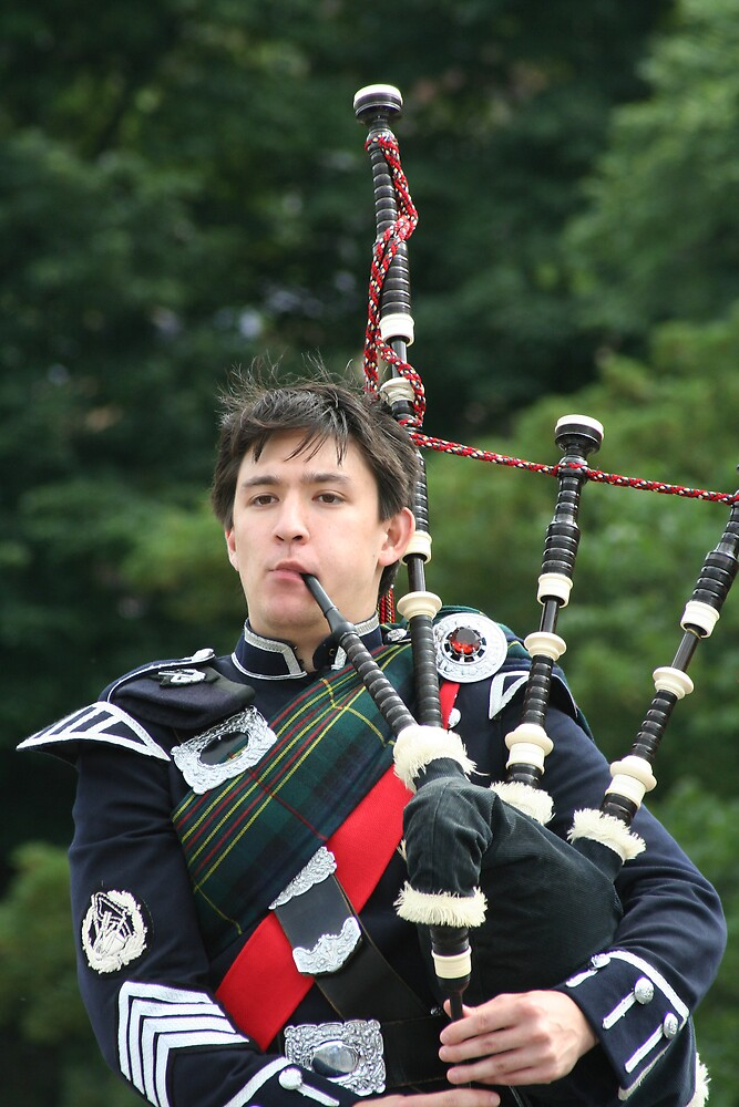 Edinburgh Piper by fionajean