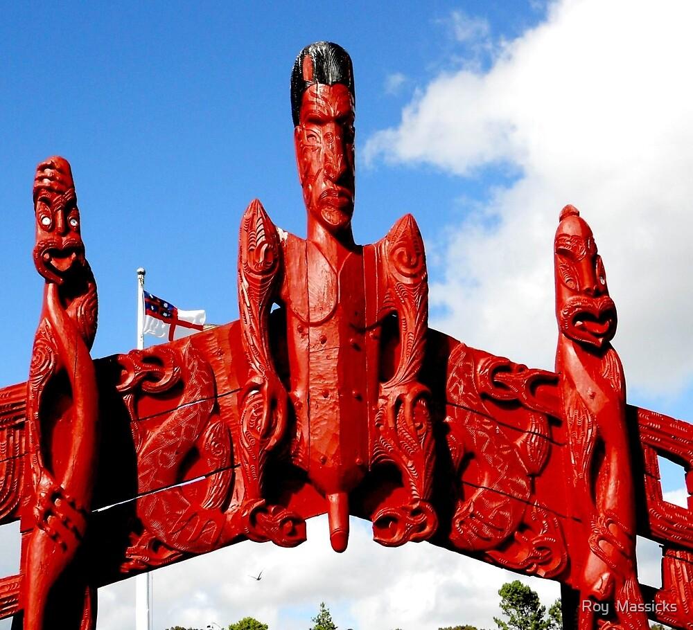 Maori carving at Waitangi. by Roy  Massicks