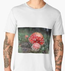 red deadly amanita mushroom in the forest Men's Premium T-Shirt