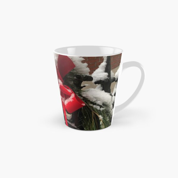 holiday time in the city Tall Mug
