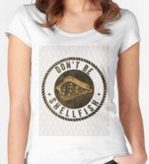 Don't Be Shellfish Pun Summer Vacation Beach T-Shirt Women's Fitted Scoop T-Shirt
