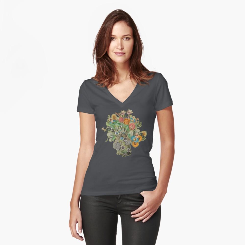 Organisches Herz Tailliertes T-Shirt mit V-Ausschnitt