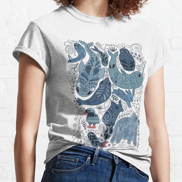 Arktische Tiere. Narwal, Eisbär, Wal, Papageientaucher, Eule, Fuchs, Hase, Robbe. Classic T-Shirt